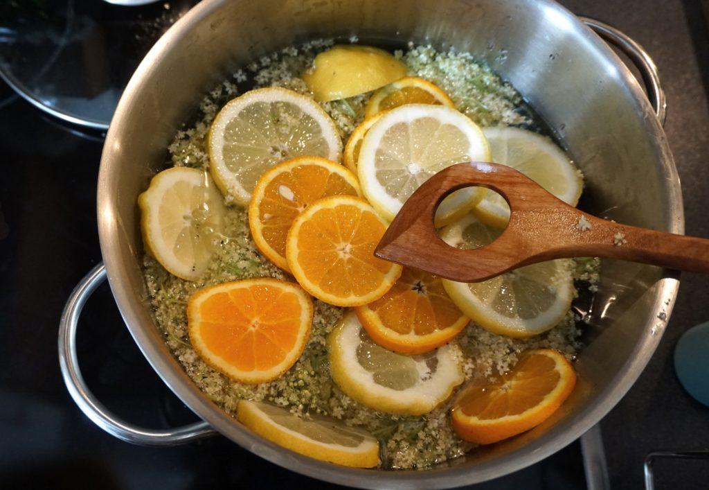 DSC03391 e1560200018943 1024x707 - Holunderblütensirup selber machen - Ein Rezept aus der Zero Waste Küche